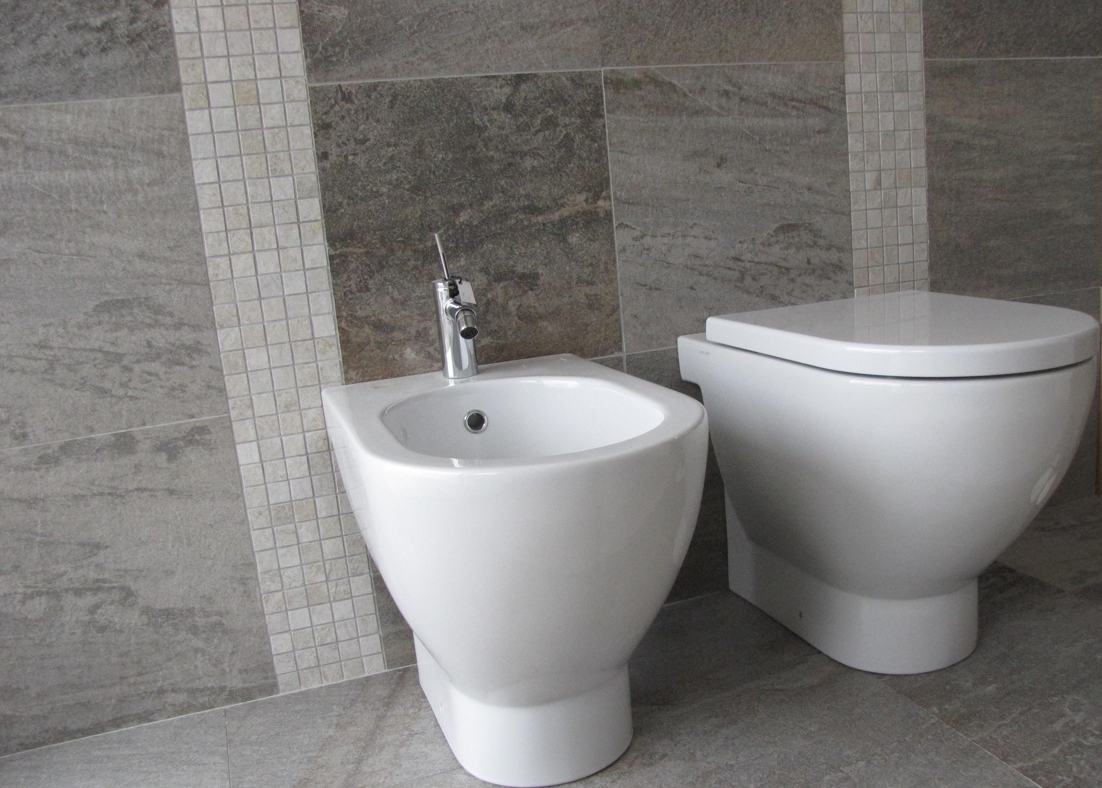 Tporte da interni cuneo bagni in marmo cuneo lavabi - Rivestimento bagno effetto marmo ...