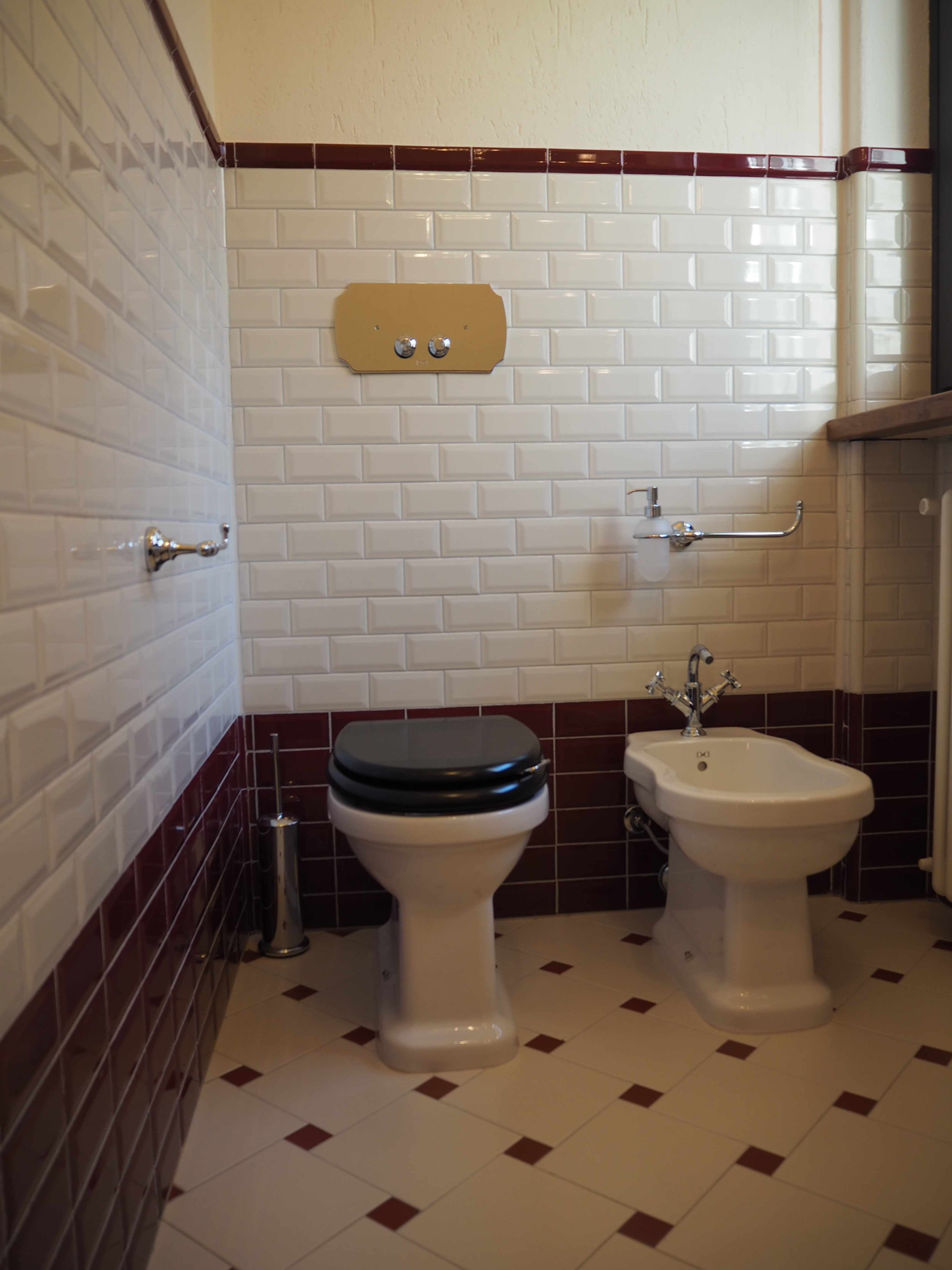 Tporte da interni cuneo bagni in marmo cuneo lavabi - Stile liberty mobili ...