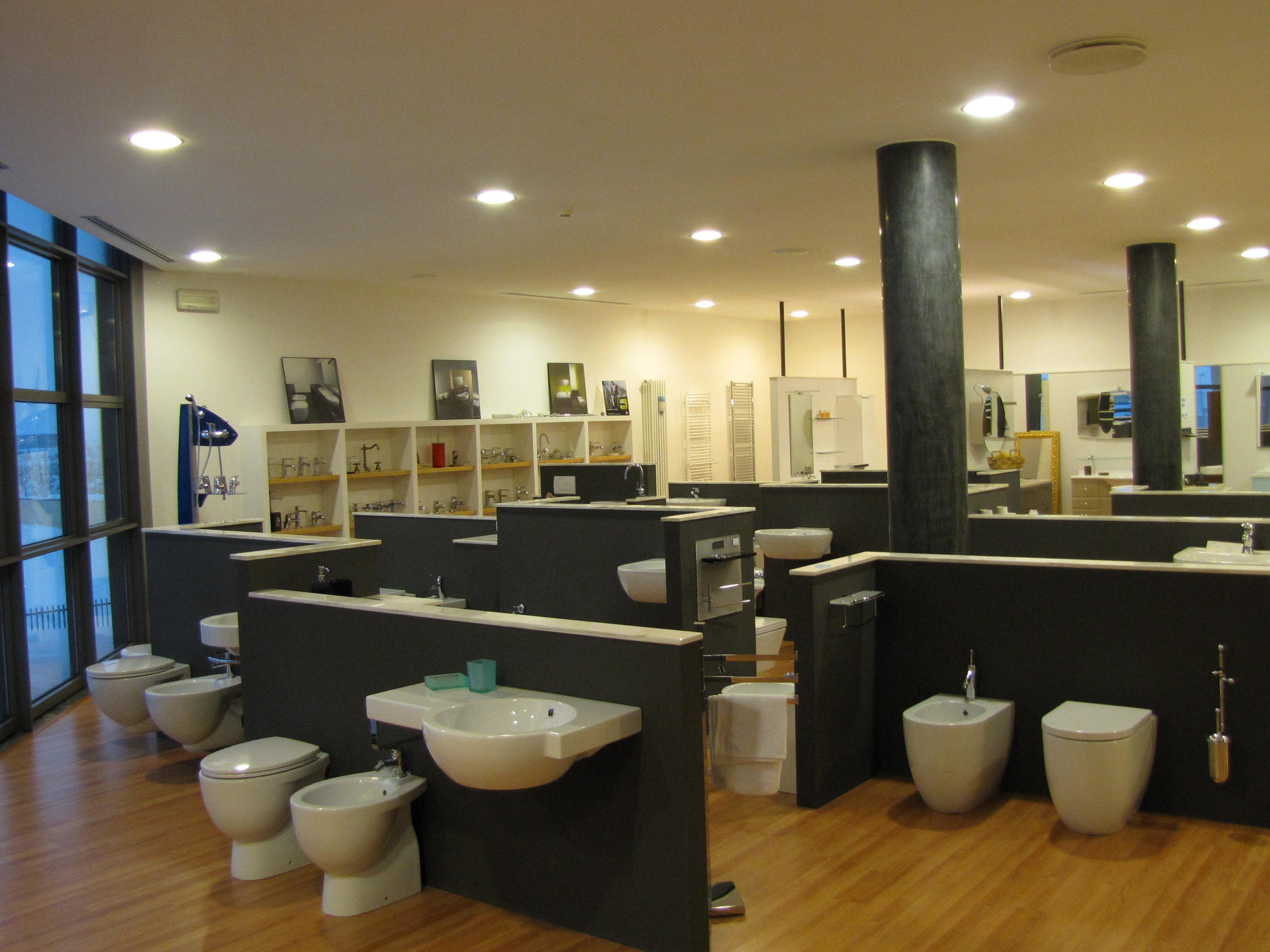 Esposizione arredo bagno vasche idromassaggio vasche da bagno