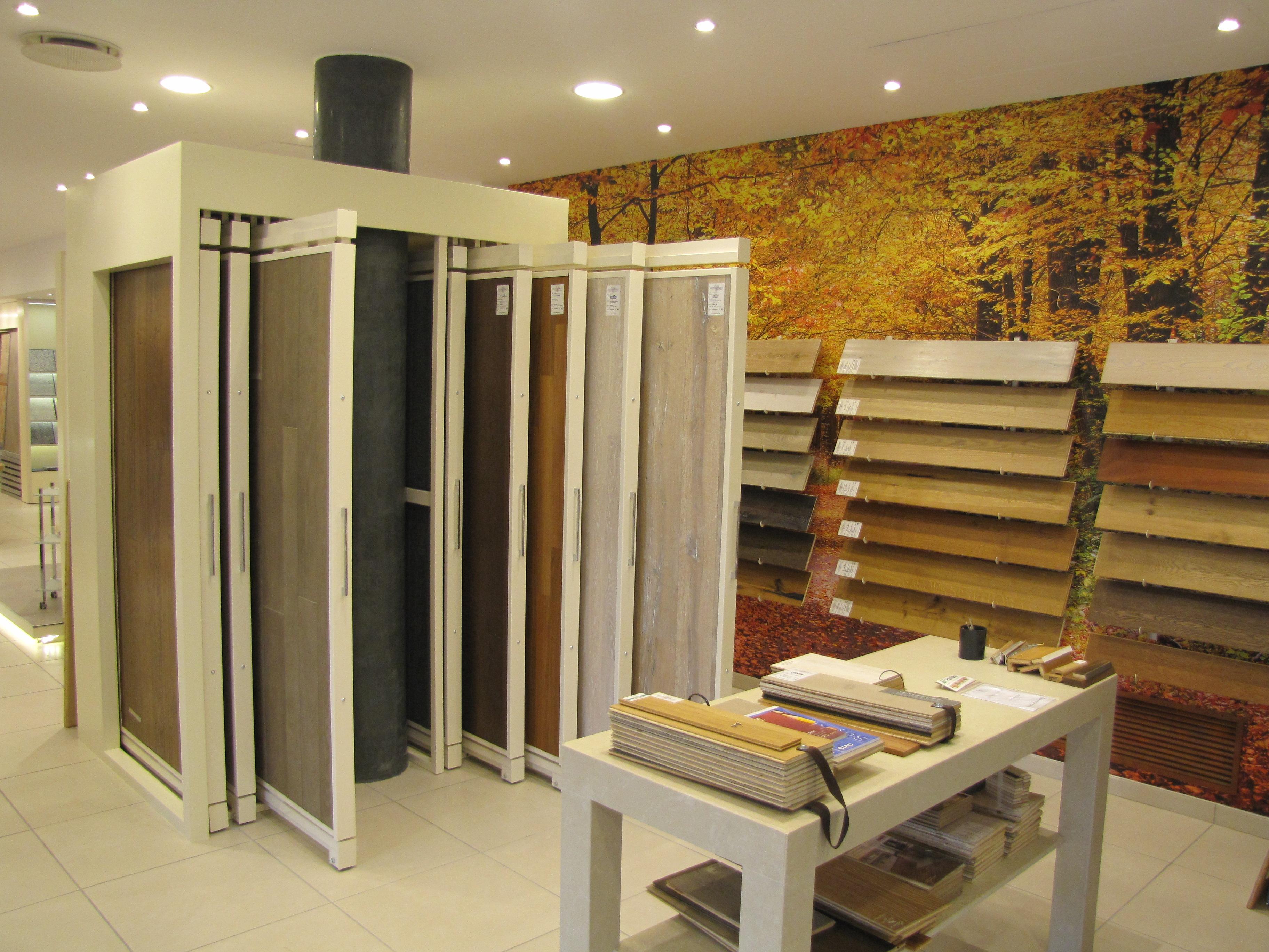Vendita ceramiche produzione marmi arredi per il bagno for Showroom arredo bagno