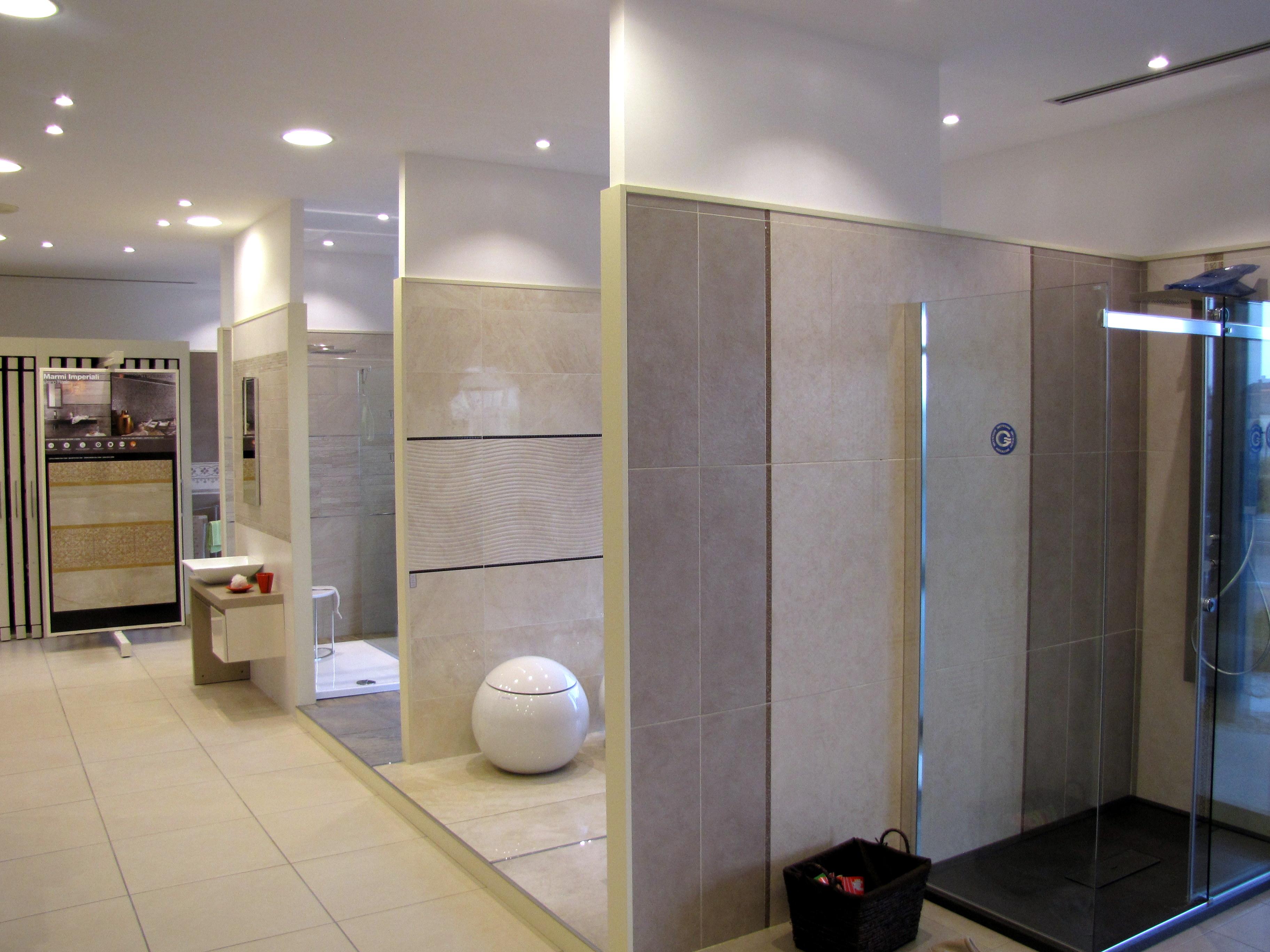 Vendita mobili bagno da esposizione good panoramica zona for Vendita mobili bagno